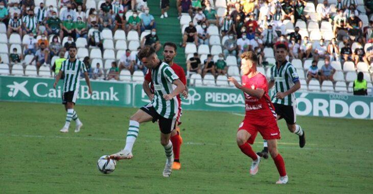 Luismi con el balón. Autor: Paco Jiménez.