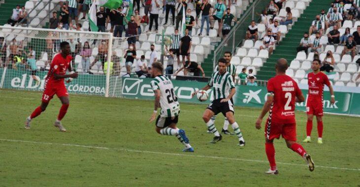 Toni Arranz con el balón. Autor: Paco Jiménez.