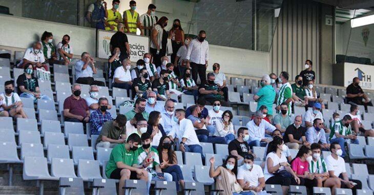 Aficionados del Córdoba en El Arcángel el pasado domingo. Autor: Paco Jiménez