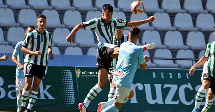 El Córdoba B defendió como pudo el empuje del Ciudad de Lucena. Foto: Córdoba CF