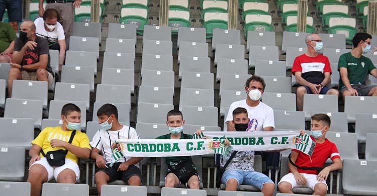 Hubo muchos asientos vacíos en el primer partido en El Arcángel. Autor: Paco Jiménez