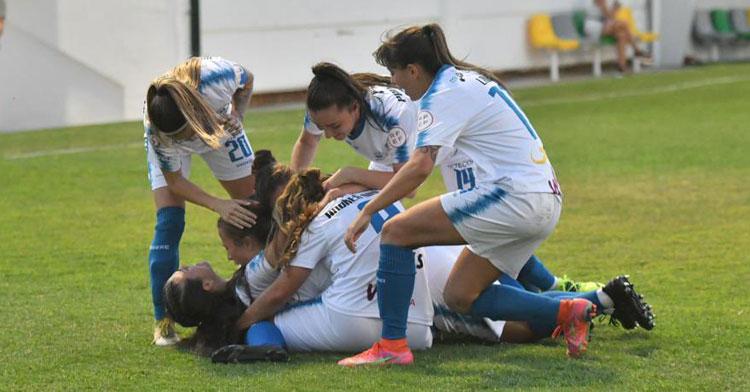 Las jugadoras pozoalbenses celebrando uno de sus tantos. Foto: CD Pozoalbense