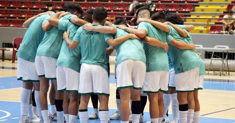 Los jugadores del Córdoba Patrimonio haciendo piña. Foto: Córdoba Futsal