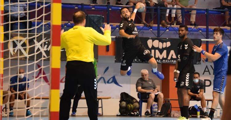 José Cuenca volando desde su extremo ante el meta del Benidorm.
