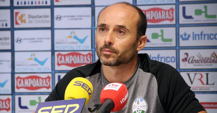 Dimas Carrasco, entrenador del Ciudad de Lucena, en su rueda de prensa. Foto: Ciudad de Lucena