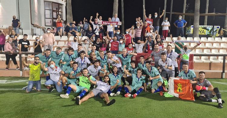 La foto de familia final del equipo de Juan Carlos Quero. Foto: Atlético Espeleño