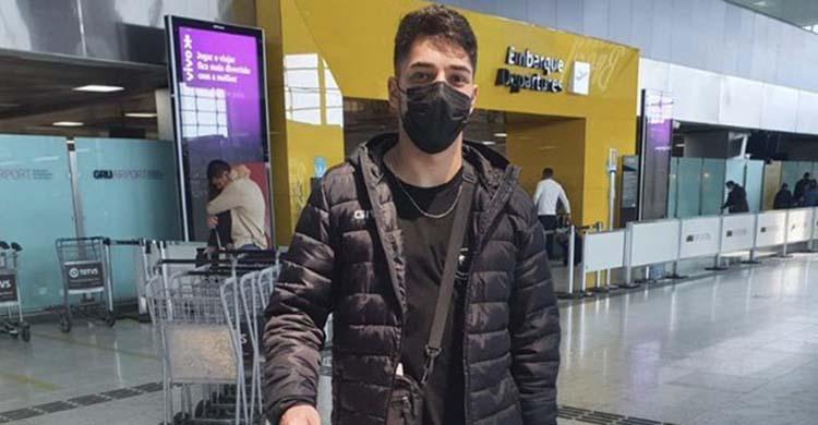 Lucas Perin a su llegada al aeropuerto de Madrid.