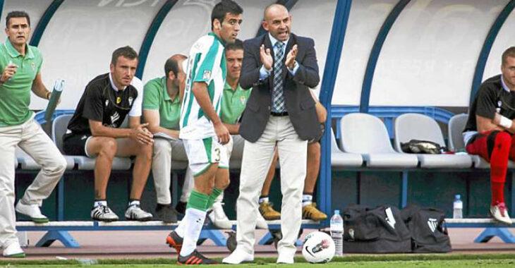 Paco Jémez dando instrucciones a Juan Fuentes en su segunda etapa en aquella gloriosa temporada 2011-12.