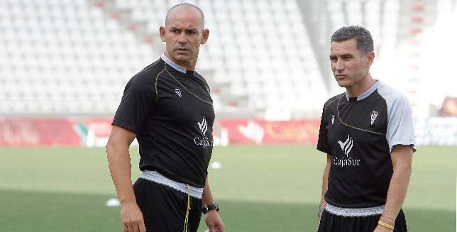 Paco Jémez junto a Rafa Reyes, su segundo en aquella primera temporada como entrenador del Córdoba CF en 2007.