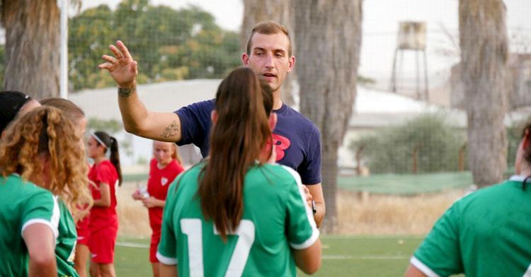 Pepe Contreras, el nuevo entrenador del Córdoba Femenino, en acción. Foto: CCF