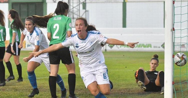 Victoria Arévalo celebrando su empate ante el Cacereño. Foto: CD Pozoalbense