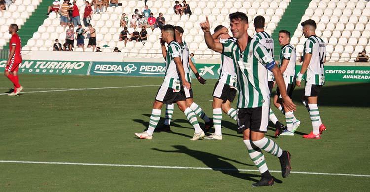 Willy celebrando su quinto gol de la temporada ante el Don Benito.