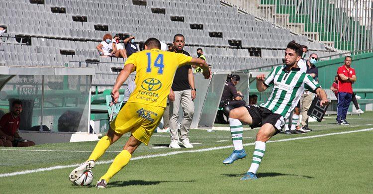 Christian Delgado presionando a un rival. Autor: Paco Jiménez