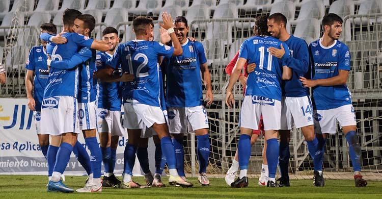 Los futbolistas del Xerez CD celebrando uno de sus goles ante el Utrera en la pasada jornada.