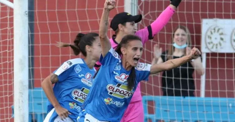 Las jugadoras murcianas celebrando un tanto en su último partido liguero. Foto: Alhama CF