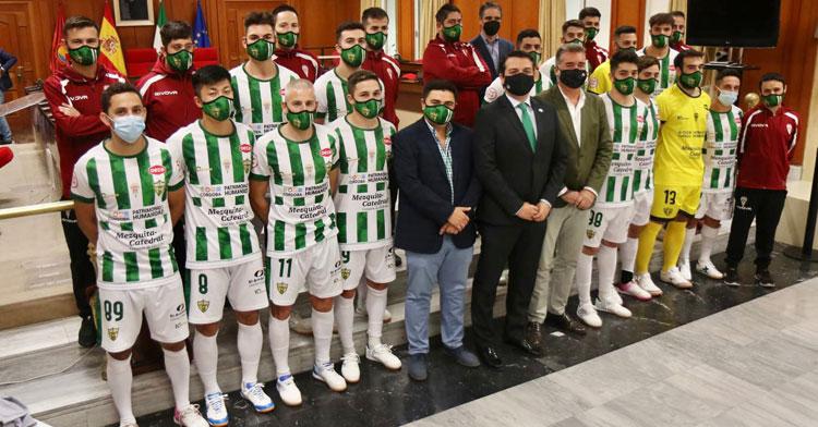 Una de las imágenes de la recepción del Ayuntamiento al Córdoba Patrimonio. Foto: Córdoba Futsal