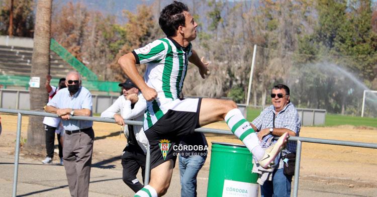 Ale Marín saltando para celebrar su gol. Foto: CCF