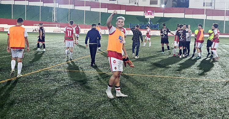 La felicidad de los jugadores rojillos tras golear al Jerez Industrial. Foto: Atlético Espeleño