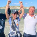 Fátima Gálvez apoyada por el presidente de la Federación, el responsable técnico y su amigo Alberto Fernández, oro olímpico junto a ella en Tokio. Foto: @RFEDETO