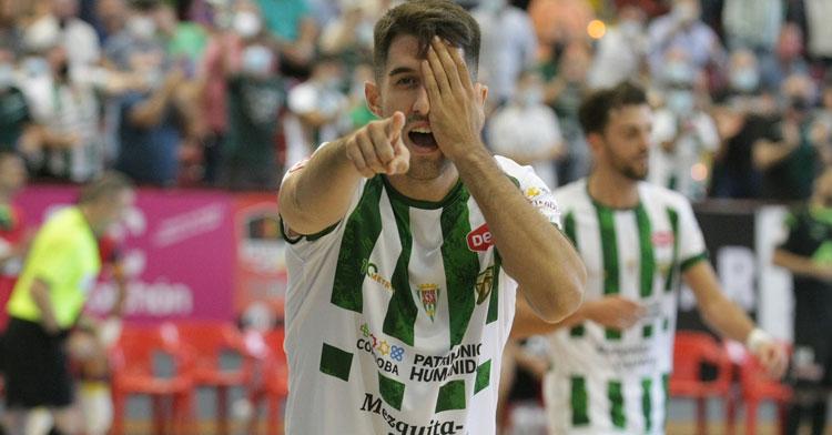 Ismael festeja el gol del 1-1 al Palma Futsal. Foto: Córdoba Futsal