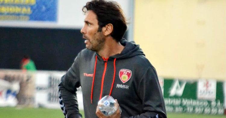 Keko Rosano en una imagen como entrenador pontano. Foto: Tino Navas / Salerrm Puente Genil