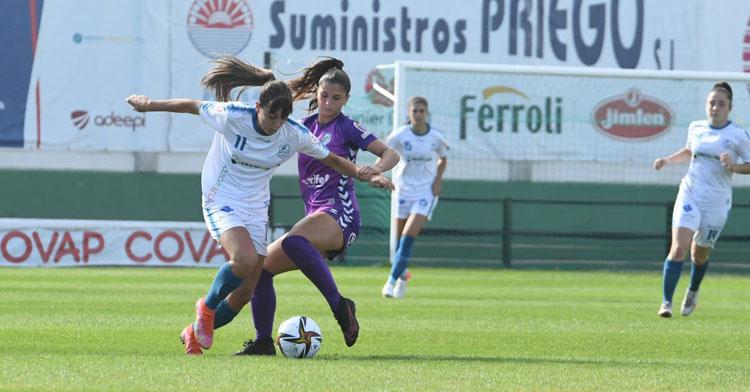 Laura Fernández peleando con una rival tinerfeñista. Foto: CD Pozoalbense