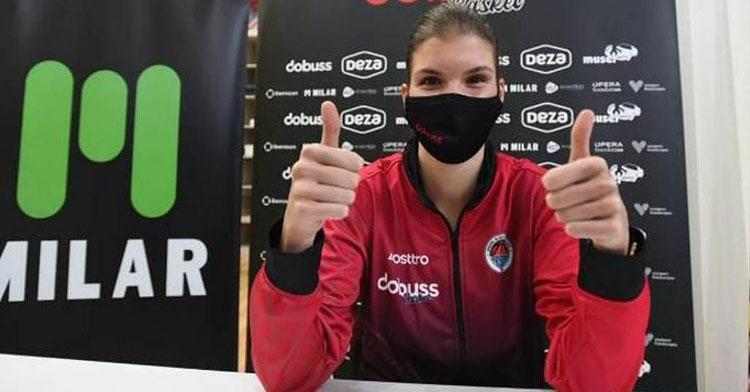 Zsofia Licskai, feliz en el Milar Córdoba Baloncesto Femenino