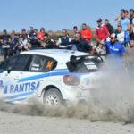 La afición pozoalbense disfrutando del paso de un competidor de la carrera. Foto: Turismo Pozoblanco