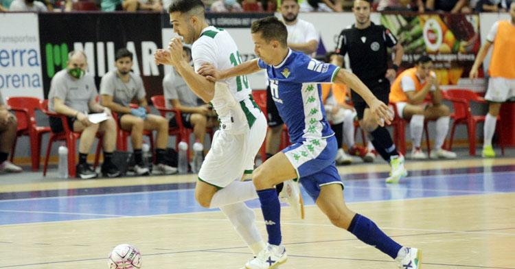 Alberto Saura en el partido frente al Betis antes de marcharse lesionado. Foto: Córdoba Futsal