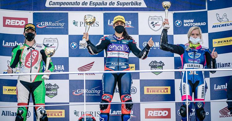 Andrea Sibaja en el podio de Cheste como subcampeona de España femenina de Open 600