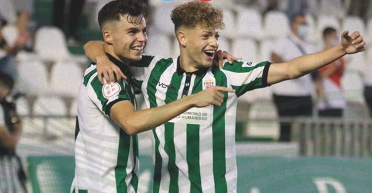 Luismi celebrando junto a Simo el gol que abría el camino de la victoria ante el Antequera.