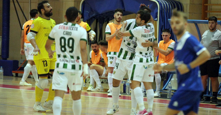 Los blanquiverdes festejan uno de sus tantos en Manzanares. Foto: Córdoba Futsal